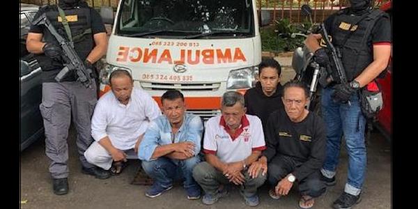 Hasil gambar untuk ambulans gerindra angkut batu 22 mei sopir